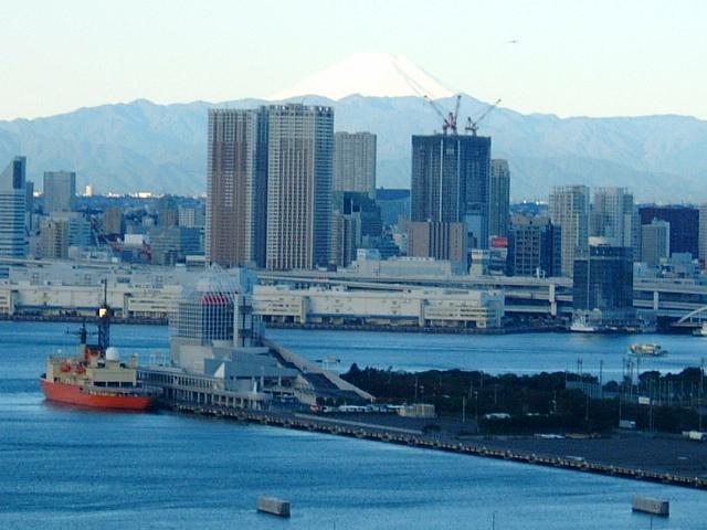 富士山と晴海客船ターミナル しらせ