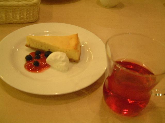 ジョナサン 豊洲店 ハイビスカスレモンティーとチーズケーキのセット