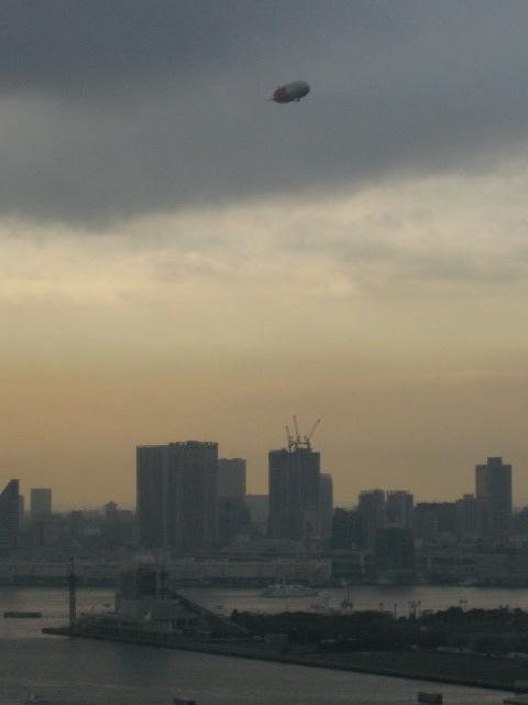 豊洲上空の飛行船