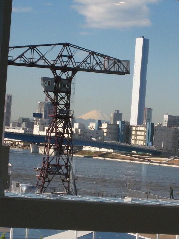 モニュメントクレーンと富士山 豊洲