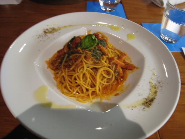 フレッシュトマト&バジルのパスタ
