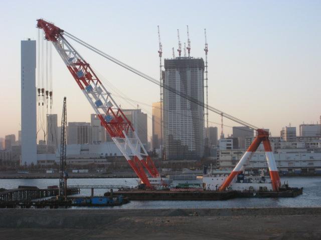 豊洲大橋 工事のクレーン船