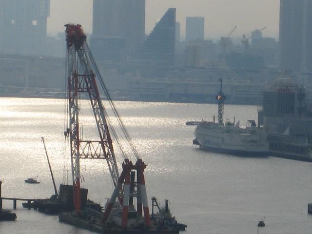 巨大クレーン船