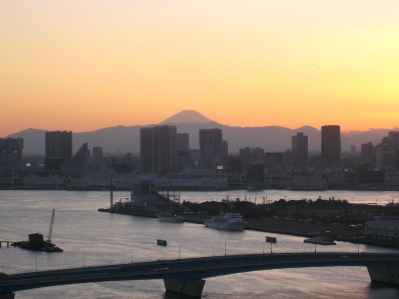 夕日の富士山と豊洲