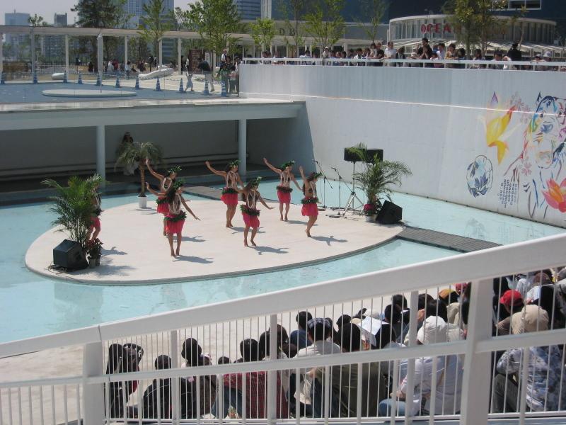 カマヌ・フラレアのフラダンス