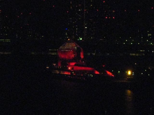赤く染まる晴海客船ターミナル