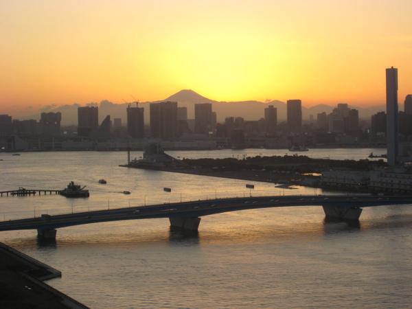 台風一過 豊洲から富士山 夕日