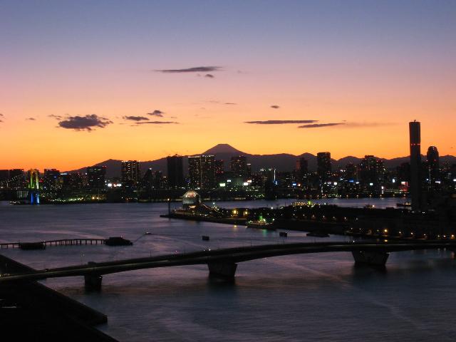 豊洲と富士山のシルエット