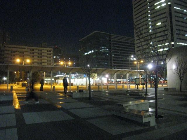 早朝の豊洲・交通広場