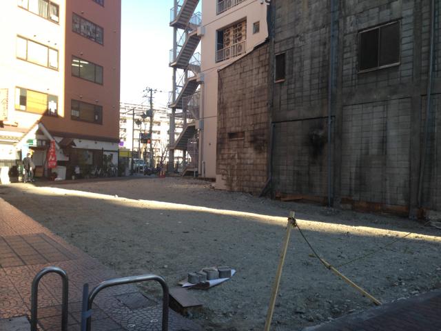豊洲交差点のパチンコ屋のビル解体