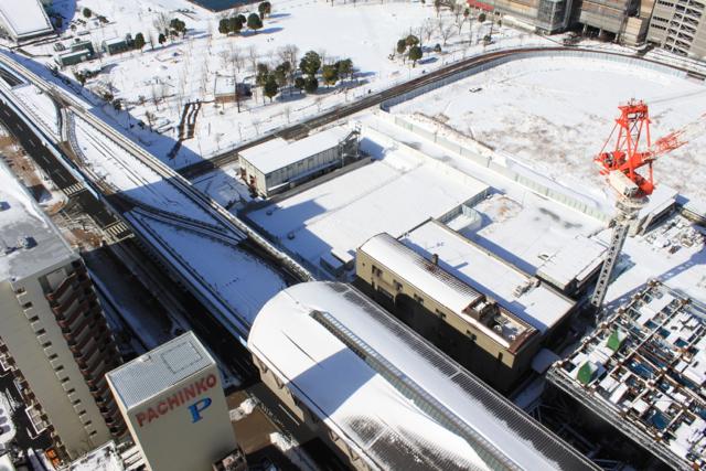 ゆりかもめ豊洲駅の雪景色