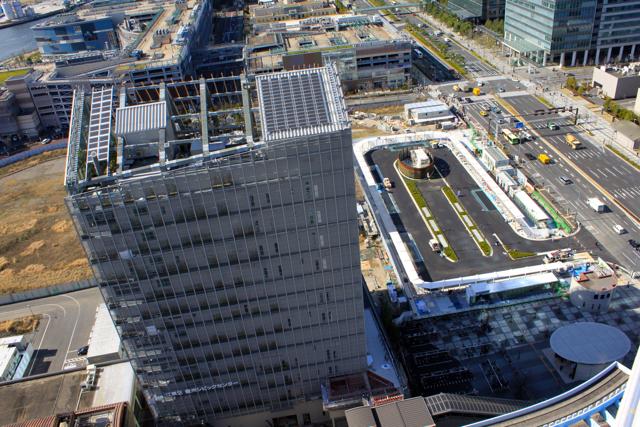 豊洲シビックセンターと駅前交通広場