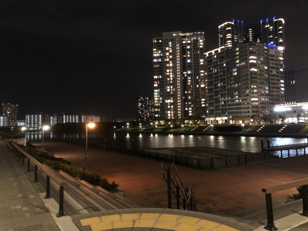 東電堀から観た新豊洲のマンション
