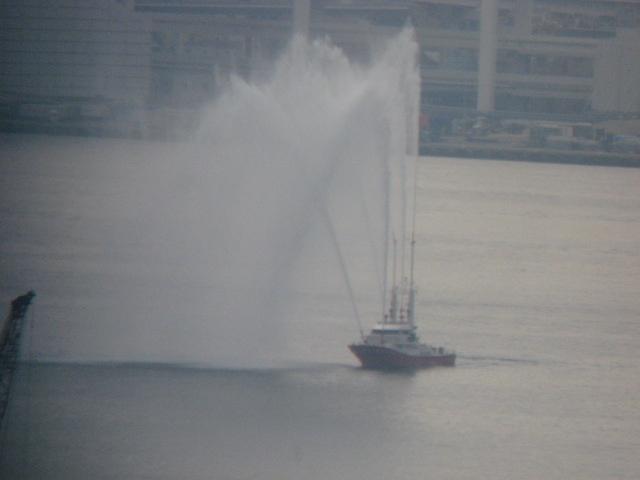 東京湾に謎の船