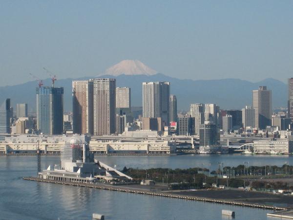 台風一過 豊洲から富士山