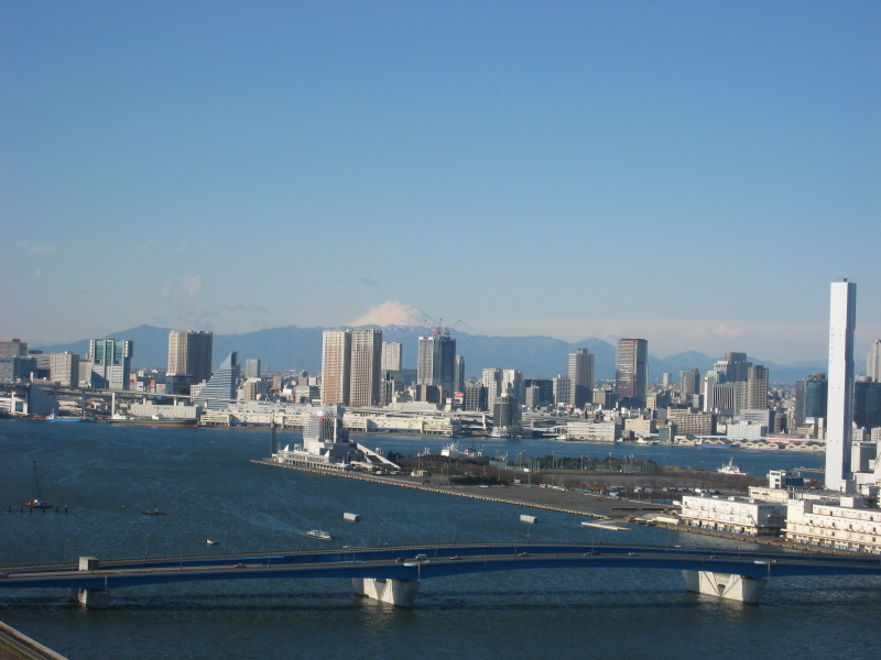 綿帽子をかぶった富士山
