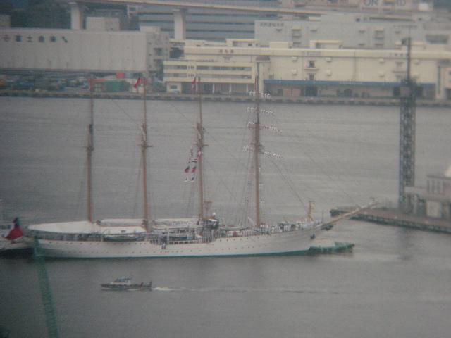 晴海に帆船入港中