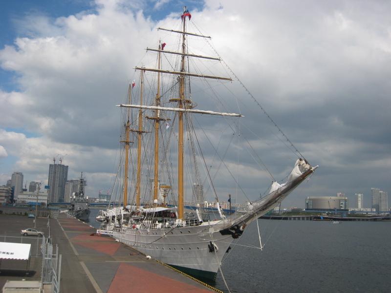 帆船に接近 ESMERALDA(エスメラルダ)