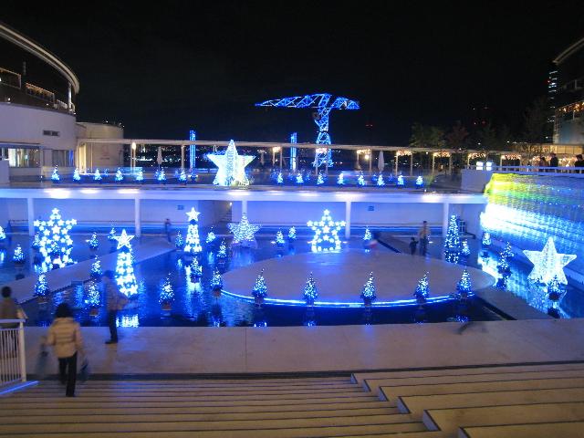 ららぽーとメインステージのクリスマスイルミネーション