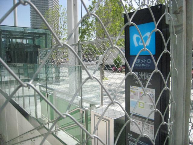 豊洲駅、豊洲フロントの出入口