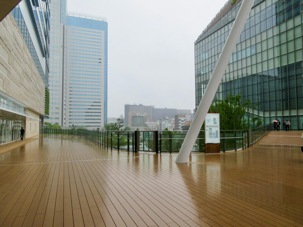 「ららぽーと豊洲3」とシビックセンターの連絡通路